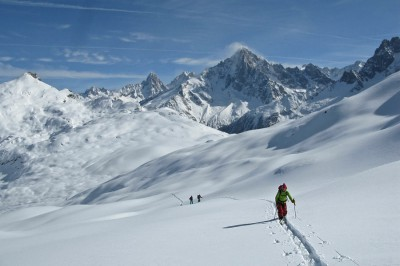 Skinning towards Aiguillette des Houches
