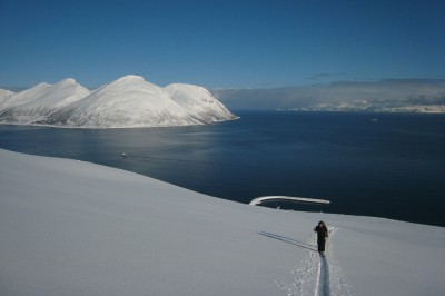 Ski and sail Lyngen Alps on Kagen island